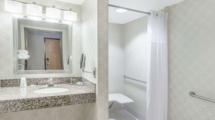Hawthorn Suites by Wyndham Livermore Room
