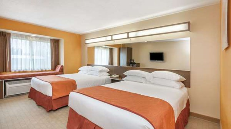 Microtel Inn & Suites by Wyndham Verona Room