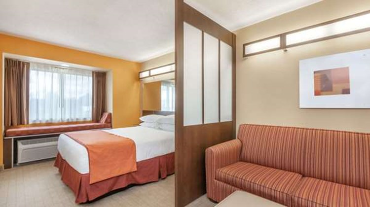 Microtel Inn & Suites by Wyndham Verona Suite