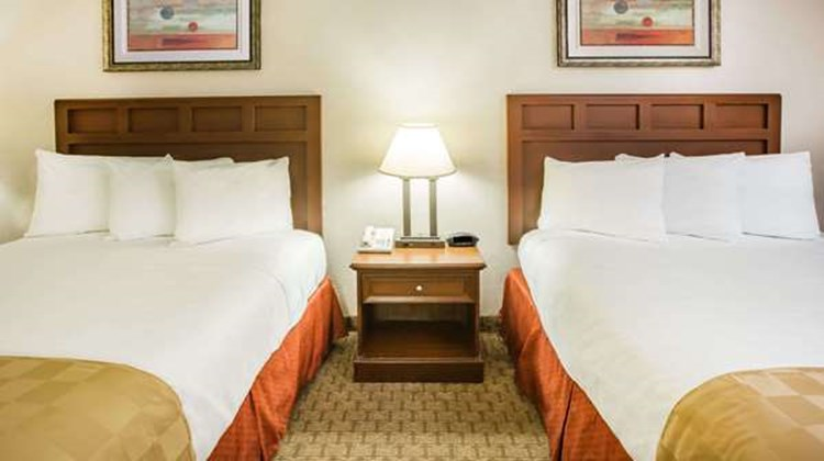 Baymont Inn & Suites Mobile/ I-65 Room