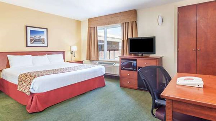 Super 8 Campbellton Room