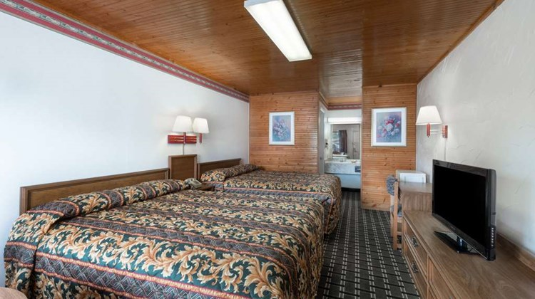 Knights Inn Brownwood Room