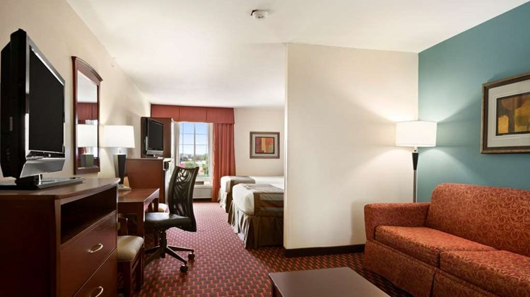 Wingate by Wyndham San Marcos Suite