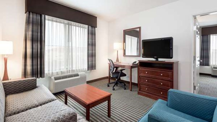 Baymont Inn & Suites Denver Intl Airport Suite
