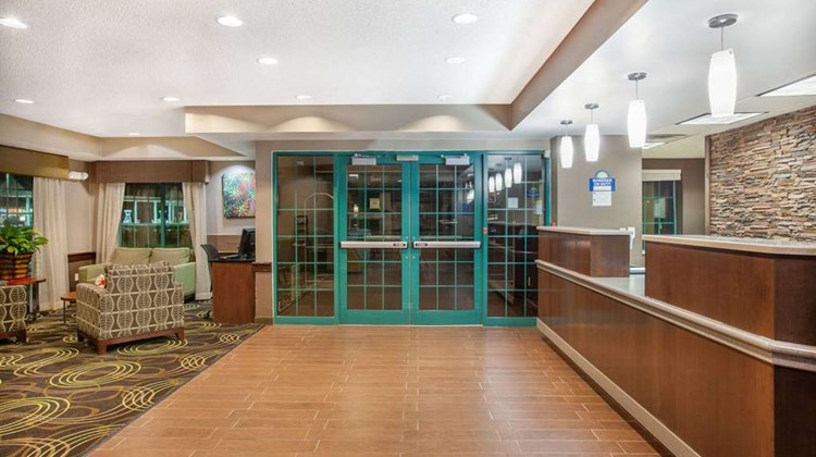 Days Inn Syracuse near Oneida Lake Lobby