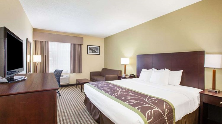 Days Inn Syracuse near Oneida Lake Room