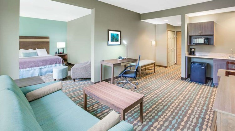 Wingate by Wyndham Bossier City Suite