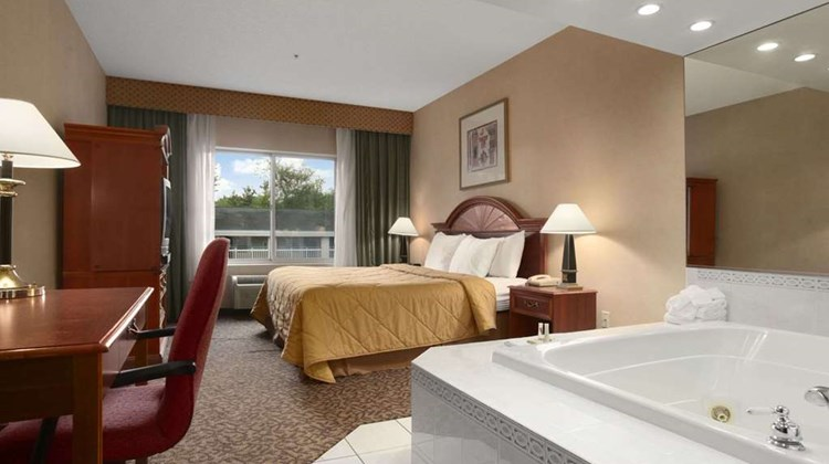 Days Inn & Suites Albany Suite