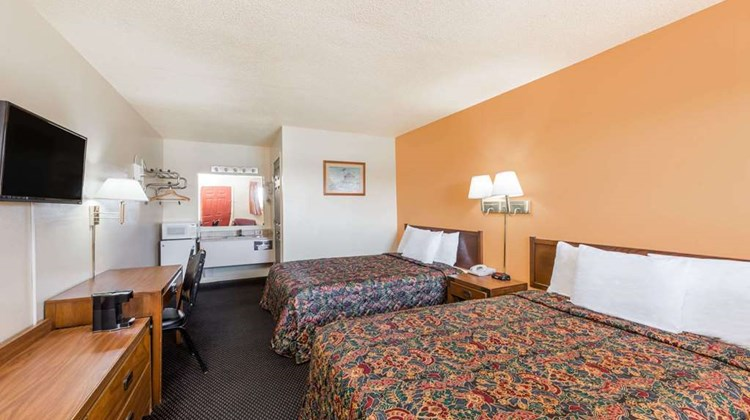 Knights Inn Chanute Room
