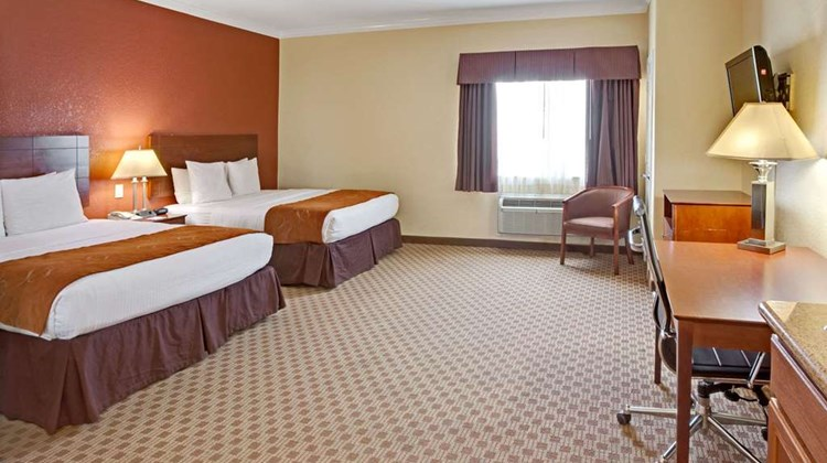 Baymont Inn & Suites Baytown Suite