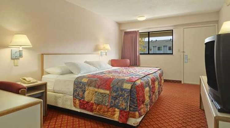 Days Inn Overland Park Room