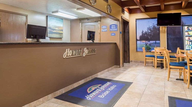 Howard Johnson Boise Airport Lobby