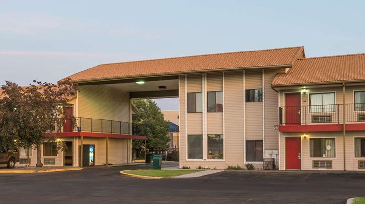 Howard Johnson Boise Airport Exterior