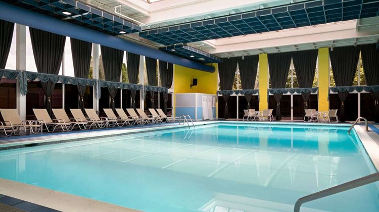 Days Hotel Allentown Airport Pool