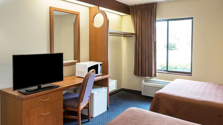 Travelodge Fort Myers Airport Room