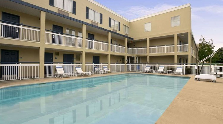 Days Inn Chattanooga/Hamilton Place Pool
