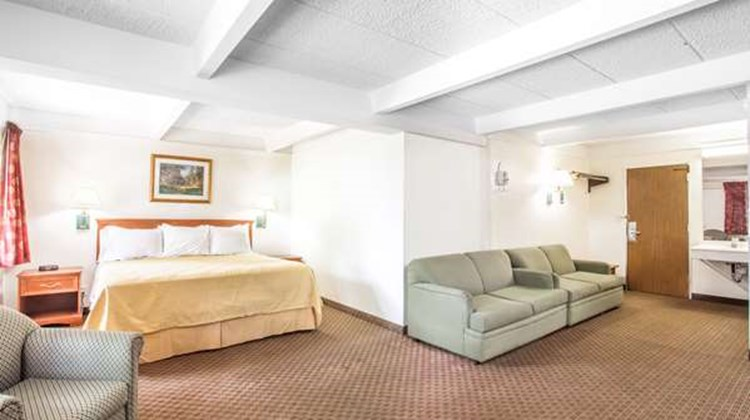 Days Inn Columbia I-70 Suite