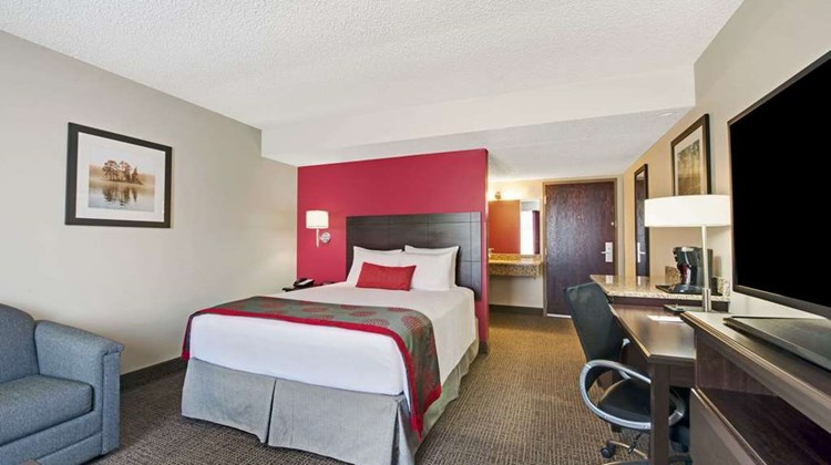 Ramada Columbus Hotel & Conference Ctr Room