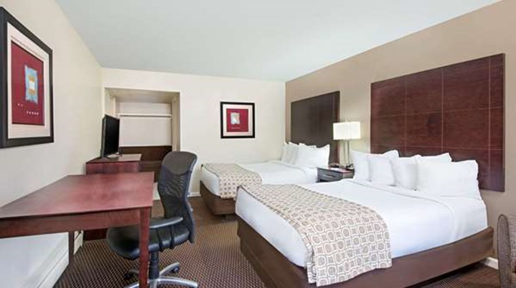Baymont Inn & Suites Sandusky Room