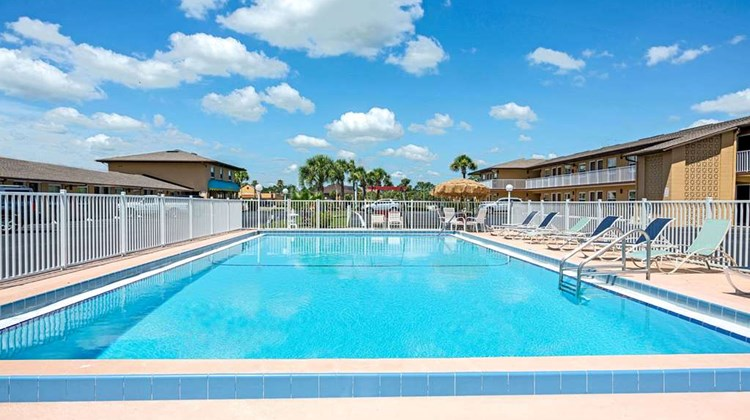 Knights Inn Kissimmee Pool