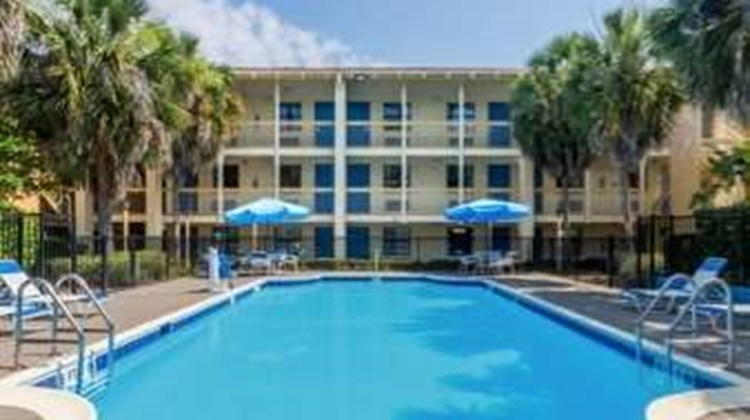 Baymont Inn & Suites Tallahassee Central Pool