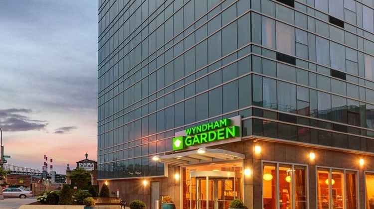 Wyndham Garden Long Island City Exterior