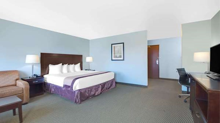 Baymont Inn & Suites Rapid City Suite