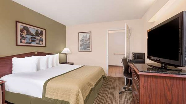 Baymont Inn & Suites Albany, Albany Mall Room