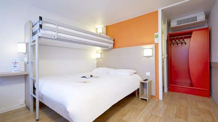 Hotel Campanile Poitiers Chasseneuil Room