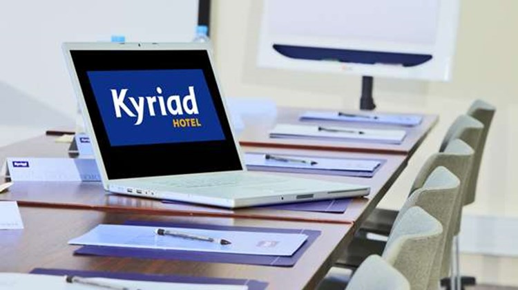 Kyriad Chartres Meeting