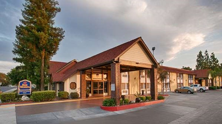 Best Western Town & Country Lodge Exterior
