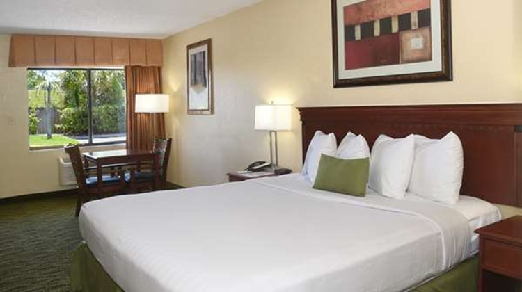 Best Western Orlando East Inn & Suites Room