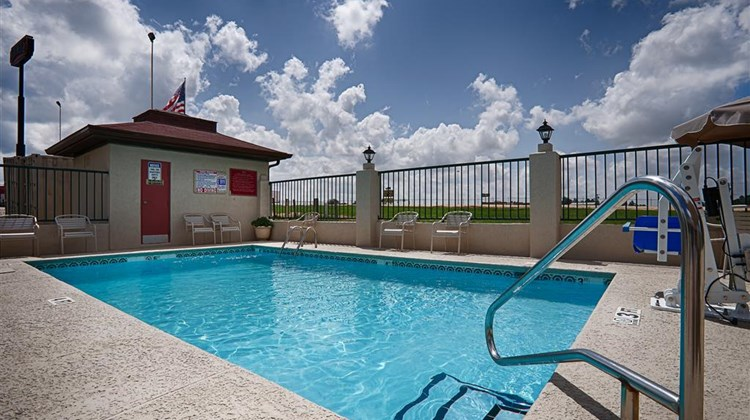 Best Western Ashburn Inn Pool