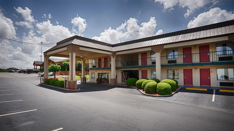 Best Western Ashburn Inn Exterior
