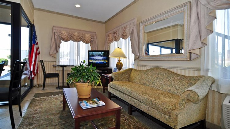Best Western Ashburn Inn Lobby