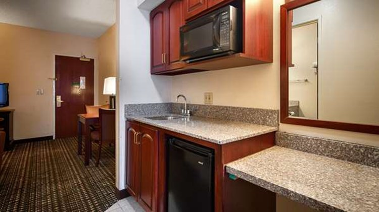 Best Western Airport Suites Suite
