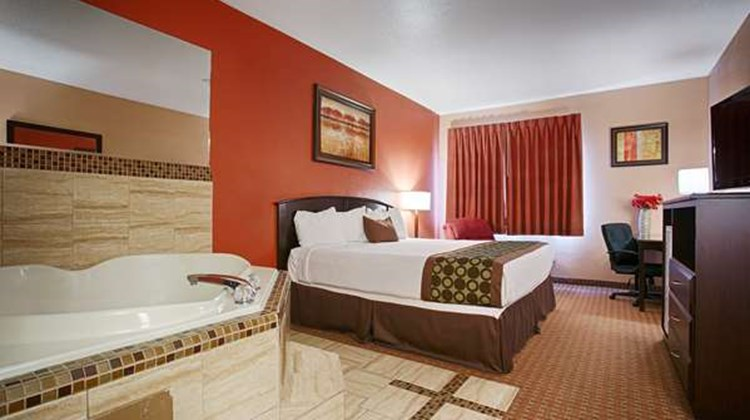 Best Western Topeka Inn & Suites Room
