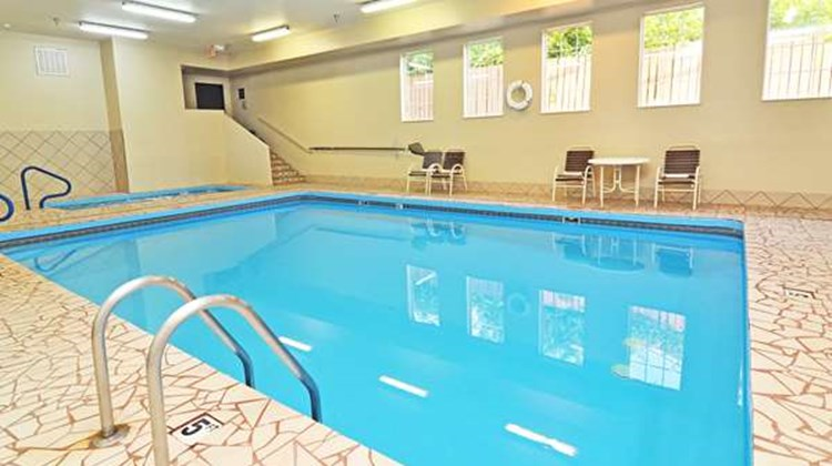 Best Western Topeka Inn & Suites Pool