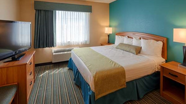 Best Western Governors Inn & Suites Room