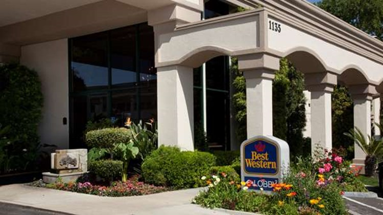 Best Western Plus Black Oak Exterior