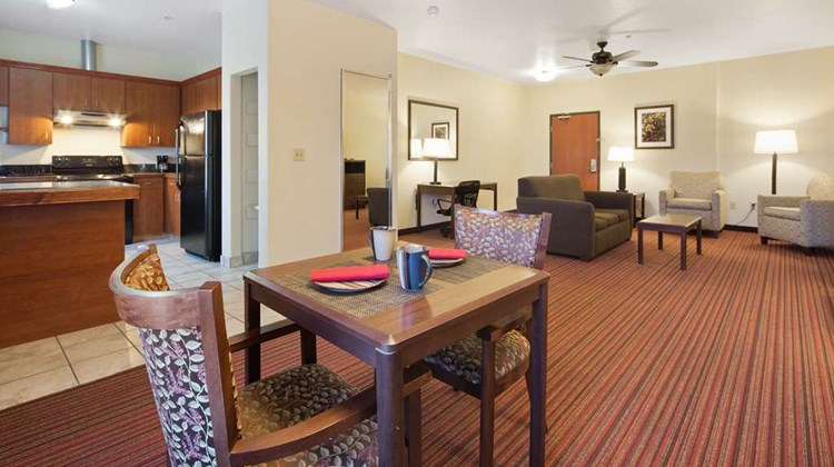 Best Western Palace Inn & Suites Suite