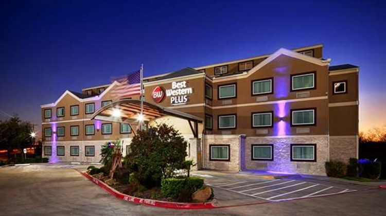 Best Western Plus Arlington North Hotel Exterior