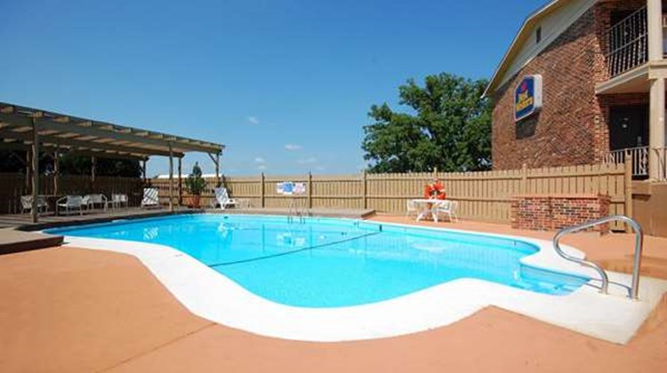 Best Western Montis Inn Pool
