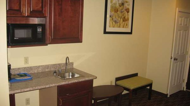 Best Western Plus Springfield Airprt Inn Suite