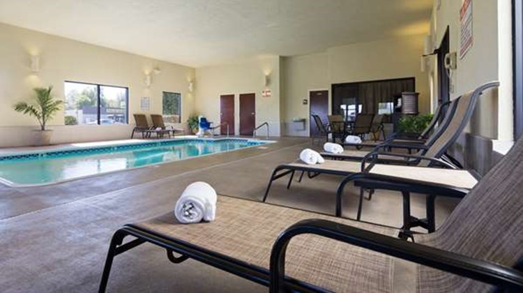 Best Western Plus Springfield Airprt Inn Pool