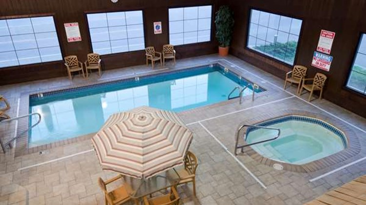 Best Western War Bonnet Inn Pool