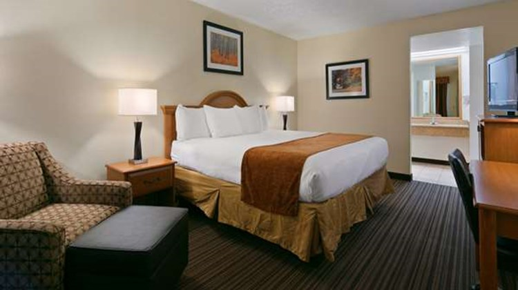 Best Western War Bonnet Inn Room