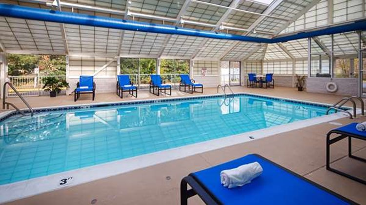 Best Western Burlington Inn Pool