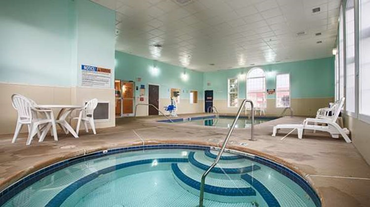 Best Western Crown Inn & Suites Pool