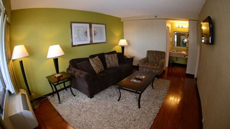 Best Western Mill River Manor Room